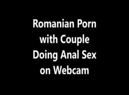 الزوجان في سن المراهقة القيام الديك عميق في غرفة نوم خاصة