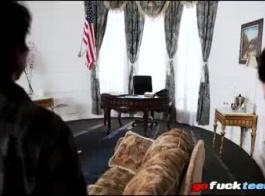 شقي مكتب الإباحية السيدات تقاسم دونغ