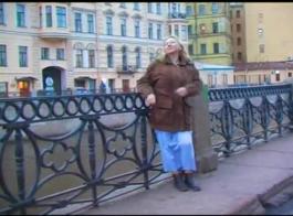 شقراء ناضجة الروسية الساخنة في مجموعة مثيرة مع صديقات اللاتكس الذين حصلوا على كل ما تستحقه
