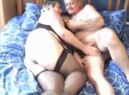 زوجين ناضجة الاباحية محلية الصنع الجنس الفيديو محلية الصنع في غرفة خلع الملابس