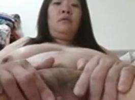 الصينية كام فتاة تظهر قبالة كس