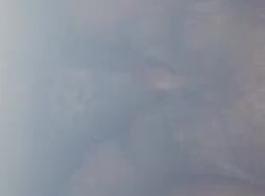 امرأة شقراء ناضجة بالإصبع لها تمرغ كس الرطب ، قبل الحصول عليه داخل بوسها الرطب