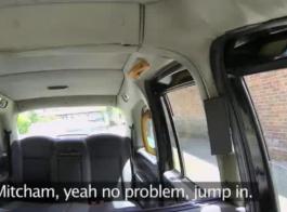 مثير سائق سيارة أجرة أسود مطروق من قبل ديوكها الصلبة