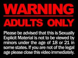 يرتدي نجوم الإباحية الشباب ، جوسكلين جونز وأنجيل أنجل ملابس داخلية مثيرة أثناء ممارسة الجنس طوال اليوم