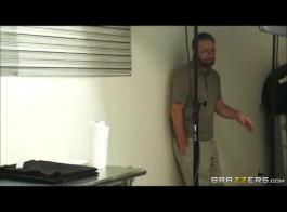 تنزيل مقاطع سكس مترجم نيك في محل ملابس داخلية