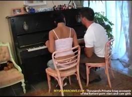 مدرس البيانو الحلو مسمر