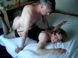 رجل يخدع زوجته للخيانة ناضجة