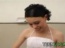 18 سنة جمال في الحمام