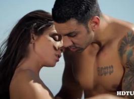 فاتنة الإيطالية تبحث كبيرة تمتص ديك ويحصل مارس الجنس من الخلف ، شاعر لطيف في جميع أنحاء جسدها