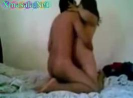 رجل مفلس يمارس الجنس مع عاهرة عاهرة موشومة تطلب رحلة مجانية إلى المنزل