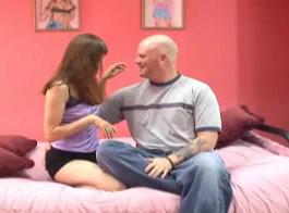 نردي حبيبي اسمه جوانا انجلز هو الحصول على شقها المشاغب تحطيمه من قبل رجل سمين