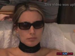 غالبًا ما تمارس لينا بول ، الوكيل العقاري الذي لا يشبع ، الجنس مع عملائها الوسيمين على الأريكة