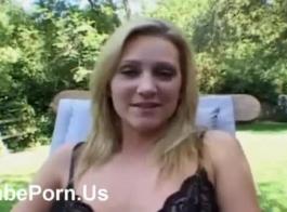 فتاة الساخنة المجاور مارس الجنس من الخلف