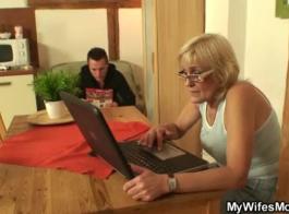 سكس الام وابنها على السرير مترجم