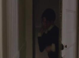 كريستين تئن من المتعة بينما تمارس الجنس أمام صديقها في المنزل