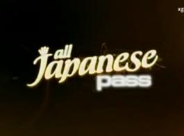 اليابانية المشاغب يعطي الرأس