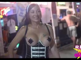اثنين من الفاسقات مثير غسل الملابس بعد ممارسة الجنس عارية