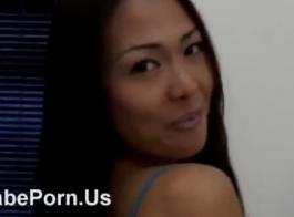المستعبدين الآسيوية في وجه الجلوس