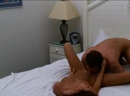العاهرات الساخنة والمثليات الحسية يمارسن جنس ثلاثي مشبع بالبخار مع رجل يحبه كلاهما