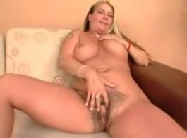 تحب كوغار مع كس مشعر ممارسة الجنس الشرجي يوميًا ، بينما يعمل زوجها
