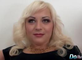 ناتالي هي فتاة شقية تحب أن تمارس الجنس مع طبيبها الوسيم ثنائي الجنس