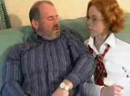 سكس رجل يقذف المني بطريقه غزيره جدا جدا في وجه بنت