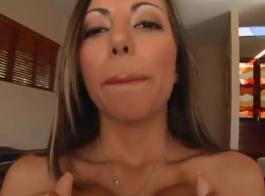 جبهة مورو مفلس ، ليلا ستار تلعب مع بوسها الحلو وتحاول ألا تئن بصوت عالٍ