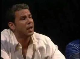 آشلي أندرسون تحصل على بوسها الضيق أصابع الاتهام أثناء ممارسة الجنس ، في غرفة المعيشة