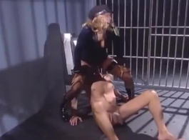 نزيل السجن الجميل لعق ميغان رين