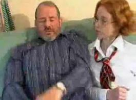 سكس جديد رجل يرافق بت في شهر العسل