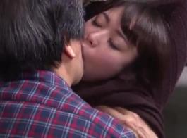سلوتي ابنة الخطوة تأخذ ديك ضخمة عميقا داخل بوسها الرطب ، في النهاية
