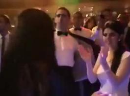 مذهلة بطن راقصة قزم استغل من قبل مثلي الجنس من الذكور