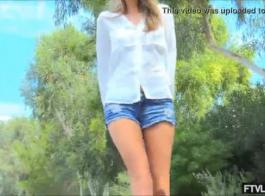جذابة شقراء عارية فتاة جامعية يذهب منفردا مع دسار الزجاج