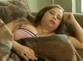 امرأة سمراء قرنية مع كبير الثدي تتوقع ممارسة الجنس من شخص غريب في الشارع ، لكنها حصلت على ما تريد