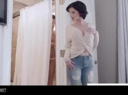 أمي تعليم ابنها كيف يمارس الجنس مع امرأة