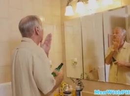 جمال الأبنوس مفلس في اللباس الأزرق يصرخ من المتعة أثناء الحصول على مارس الجنس من الصعب