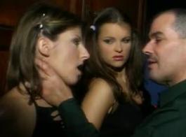 أنجليكا لي فاتنة جميلة تحب أن تشعر بالنائب المنعش على وجهها