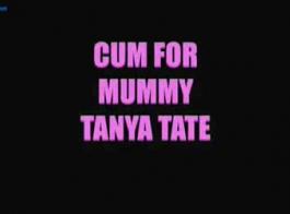تانيا تيت هي فتاة مبهجة ذات شعر داكن تحب الطريقة التي تمتص بها جوسلين كيلي قضيبها