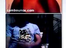 كانت امرأة الأبنوس المغرية ترتدي ثونجًا ورديًا بينما كانت تمارس الجنس في العديد من المواقف