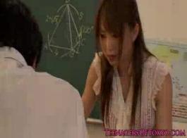 الأبرياء اليابانية المعلم استغل من قبل عميلها الحامل