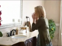 امهات تنظف البيت شبه عاريه