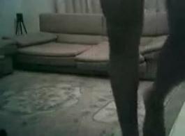 امرأة لاتينا تحصل مارس الجنس مع دسار كبيرة على الأريكة