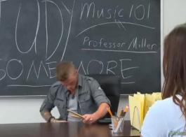 xnxn مدرس ختيار وطالبة خجولة