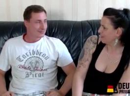 الألمانية الناضجة فاتنة الملاعين بوسها الشباب مع لعبة من المطبخ
