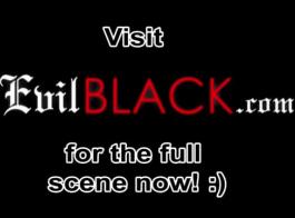 فتاة بيضاء يركب ديك أسود بدين