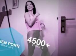 امرأة سمراء ضئيلة هي وجود ألعاب الجنس المتشددين مع الرجال تحب، الذين يريدون يمارس الجنس معها