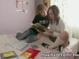فتاة روسية شقراء مع الشعر الطويل هو مص ديك شريكها والحصول على مارس الجنس من الظهر