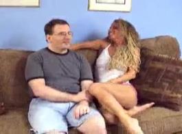 رجل محظوظ يغوي سكارليت أثناء تناول صديقة اليشم لين