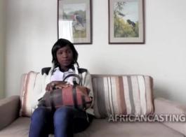 طلب جبهة مورو الإسلامية الأفريقية ووكر من راسل ماكنا أن يمارس الجنس معها مع الثدي الكمال وحلق كس