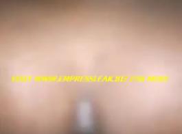 طرفة عين غنائية كبيرة تلعب مع طراز جوك جونزو مع الشرج العضلي التناسلي النسوي